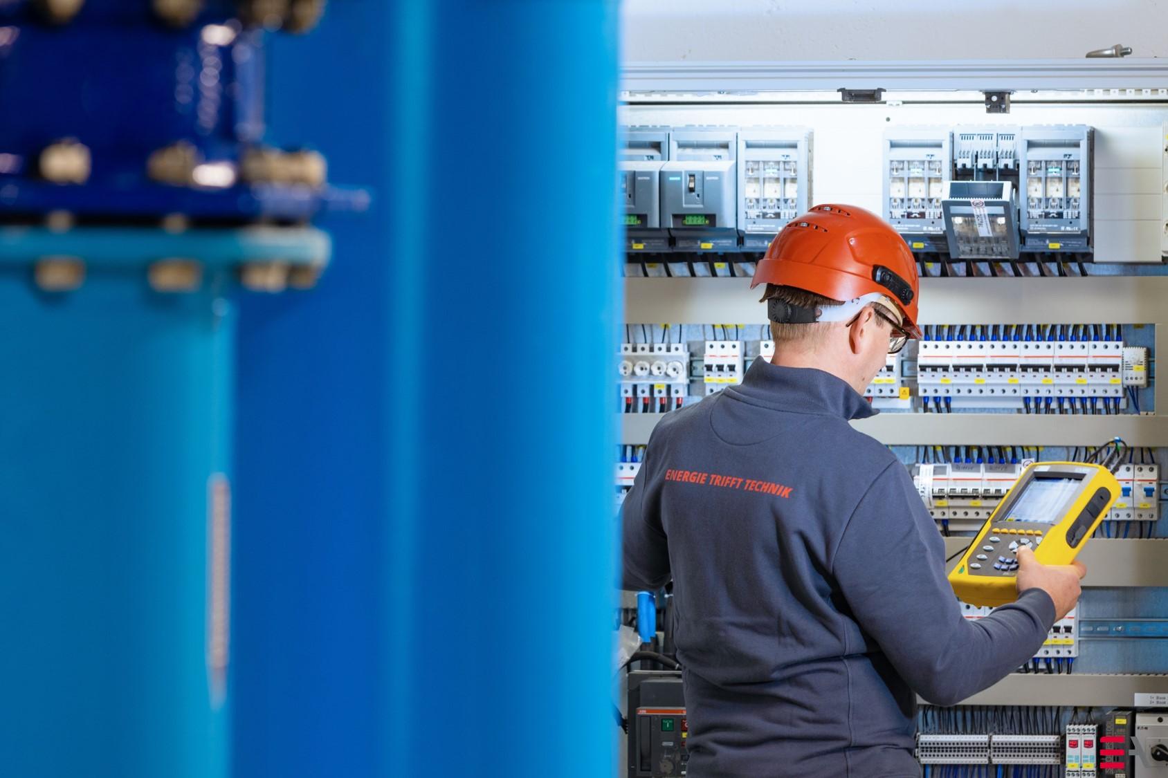 Kurzschlussstromberechnungen und Selektivitätsprüfungen, Durchführung des Risiko-Managements nach DIN EN 62305-2, Inbetriebnahme von Steuerungen für Schutzvorhänge, Schalltore, elektrischer und hydraulischer Hubpodien, Konzeption von Wegemesssystemen